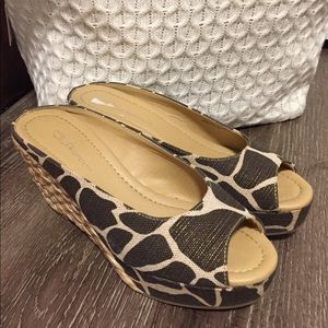 CL by Laundry wedge Date night 8
